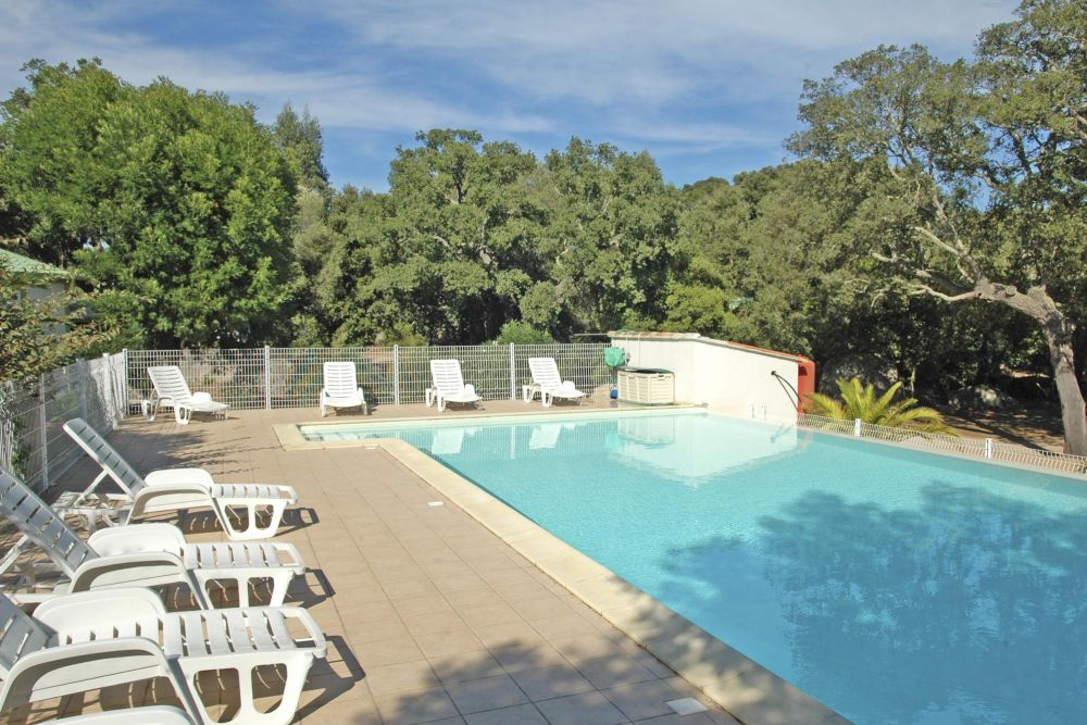 Location de mobile home bungalows chalets en corse louer for Piscine mobile louer